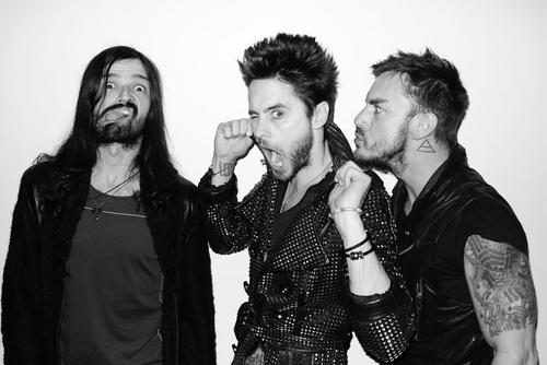 Tomo, Jared e Shannon.